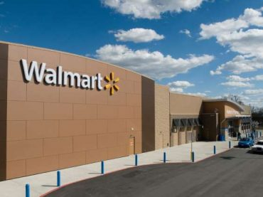 18 Vintage Photos Showing the Evolution of Walmart